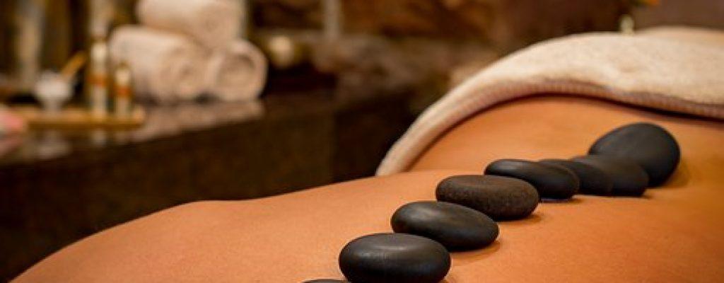 Massage aux pierres chaudes 2
